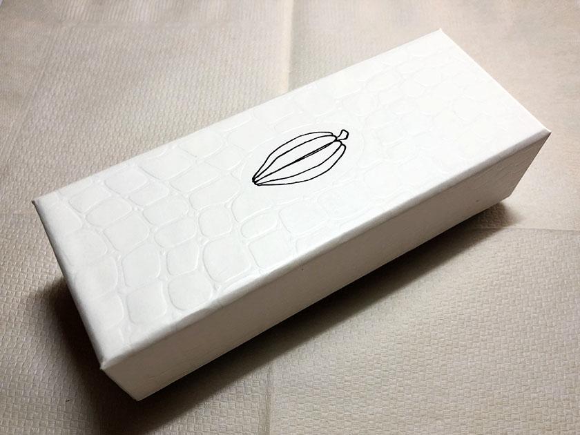 カカオの絵だけのシンプルな箱