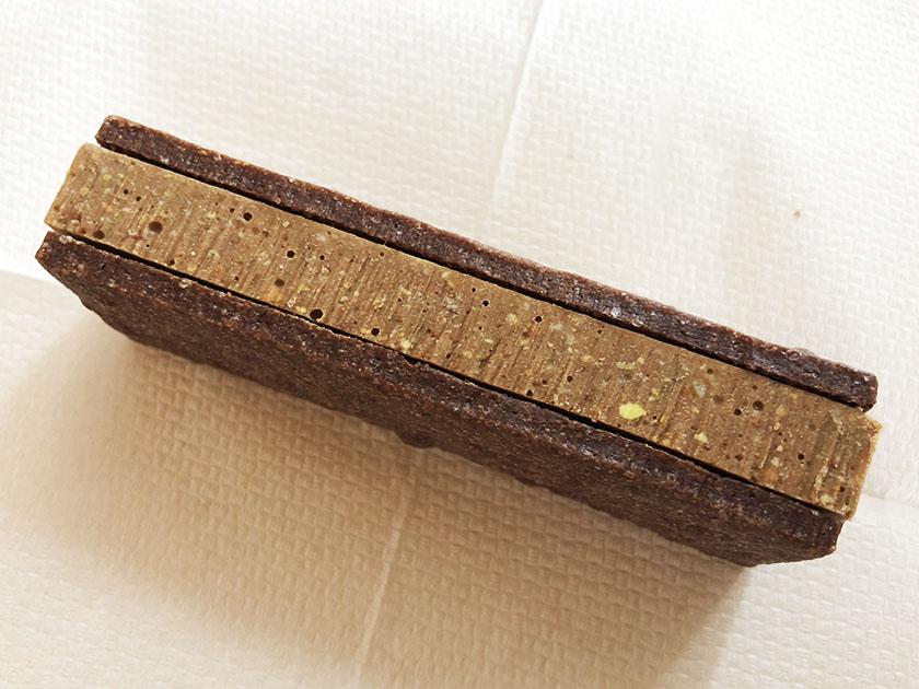 チョコにはピスタチオの粒がみえる